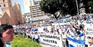 crisis-politica-Hondurenos-se-manifiestan-a-favor-de-la-paz-y-democracia_noticia_encabezado