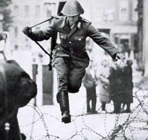 soldado Saltando